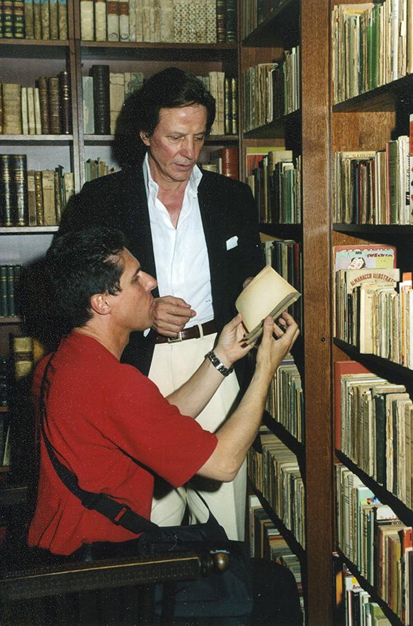 Silvan e Raul Cremona nella libreria Mirabilia