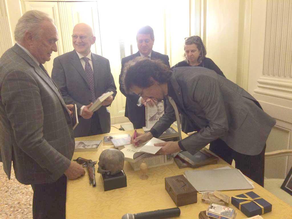Brescia, firma copie del libro Bartolomeo Bosco di Alex Rusconi
