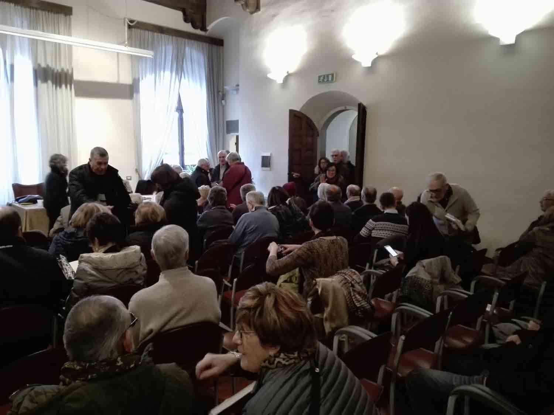 Il pubblico affolla la sala del Palazzo